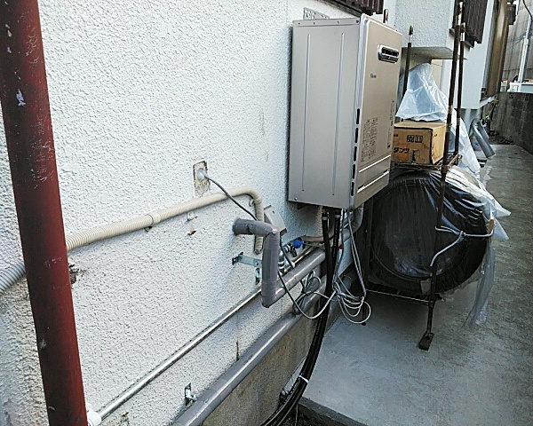 0927福岡 給湯器の設置-1