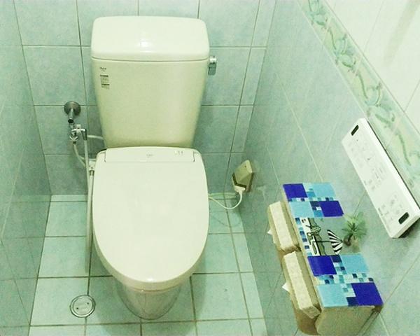 1027沖縄 トイレ交換2-1