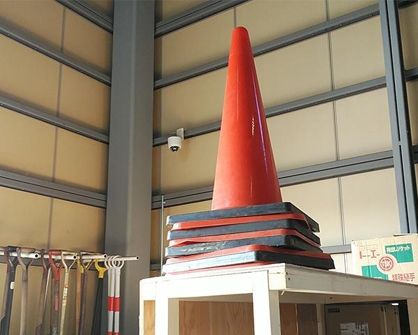 1210北日本法人三角コーン-1